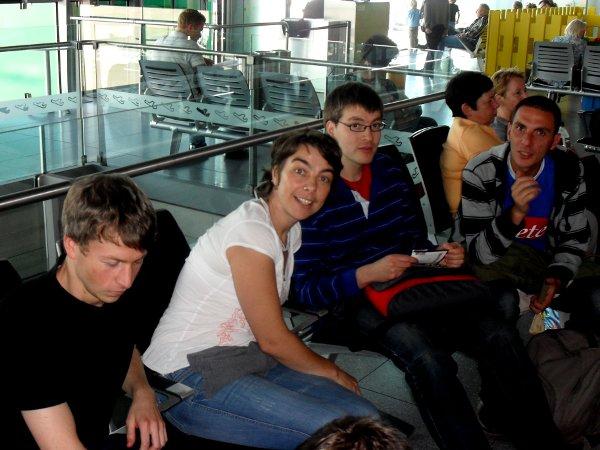 Bekannte Gesichter schon am Flughafen: C. Willmes, A. Emde, C. Baudson und T. Pignaro