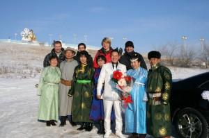 Ein mongolisches Hochzeitspaar freute sich über ein gemeinsames Foto.
