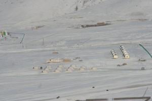 Blick vom Berg auf unser Jurtencamp